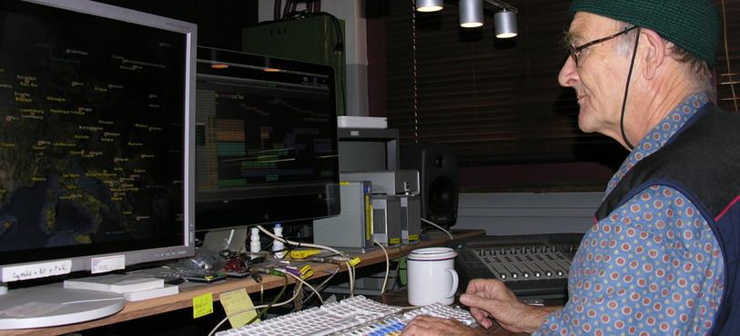 Le cinéaste Yves Yersin termine le montage de son film Le Tableau noir.