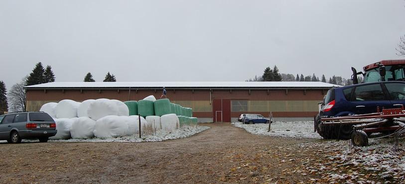 1'500 m2 de panneaux solaires recouvrent le manège équestre.