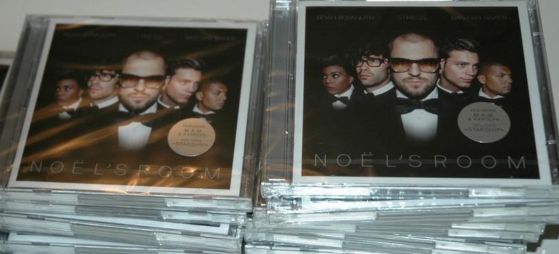 Les albums existent physiquement