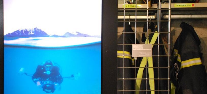 Quatre pompiers proposent au public de découvrir leur passion : la photo sous-marine.