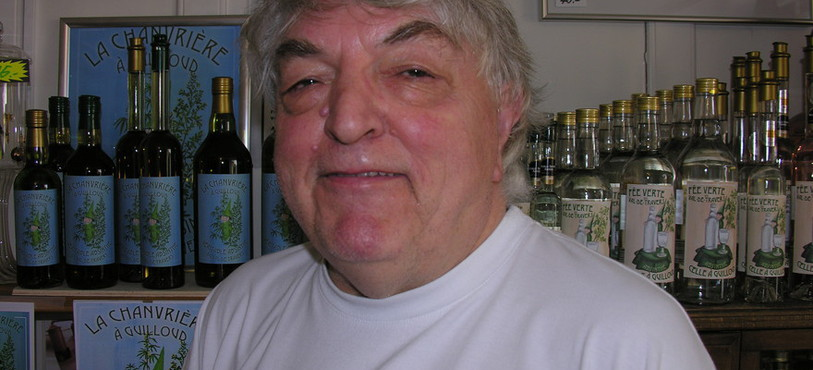 Daniel Guilloud dans sa boutique à Fleurier.