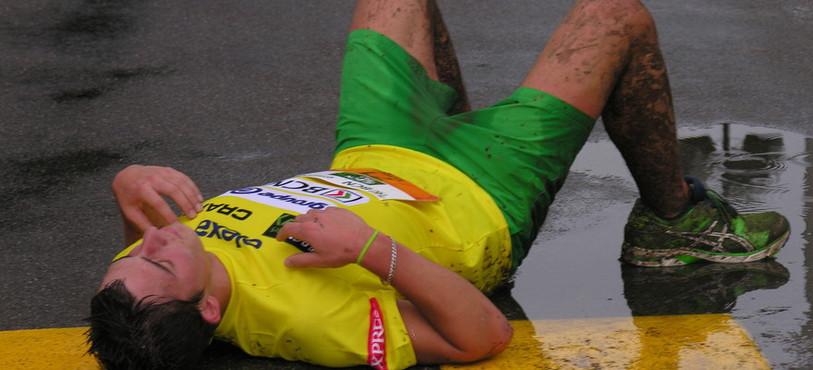 Grosse fatigue pour certains coureurs du BCN Tour à l'arrivée de la 4e étape à Fleurier.