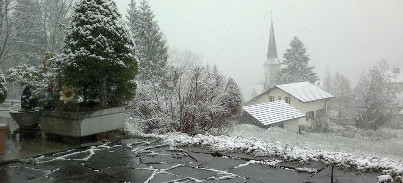 La Côte-aux-Fées sous la neige en plein milieu du printemps.