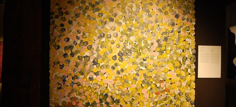Une des toiles de la nouvelle exposition du musée d'art aborigène australien La grange, à Môtiers.