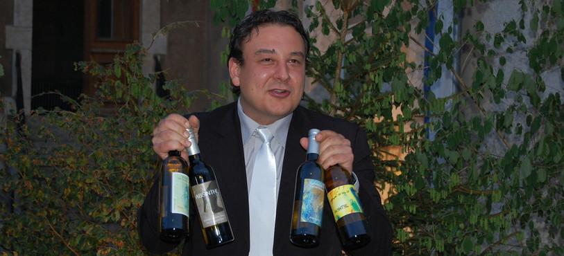 Parmi les cadeaux faits à Jean-Nat Karakash, des bouteilles d'absinthe.