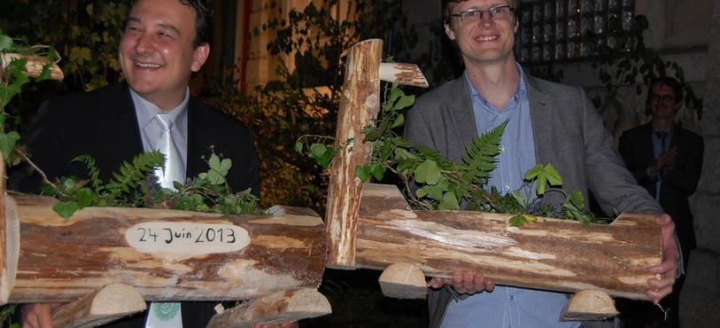 Jean-Nath Karakash et Frédéric Mairy ont scié un morceau de bois pour symboliser le passage de témoin.
