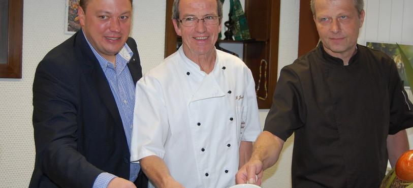 Le futur patron Nicolas Humair, Francis Jacot et le chef de production Blaise Descombes.