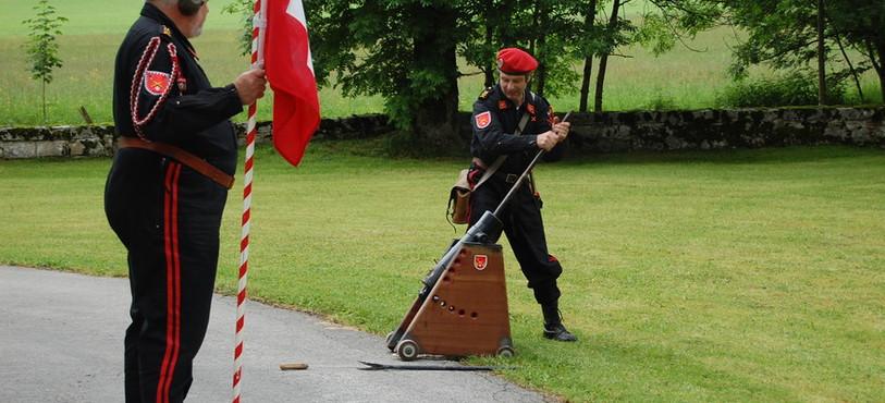 L'inauguration du mémorial Bourbaki aux Verrières s'est faite au son du canon.
