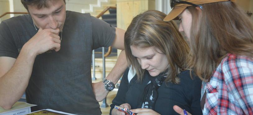 De gauche à droite: Alexis Bochud, Manuela Gerber et Claudia Gerber, trois enquêteurs en action.