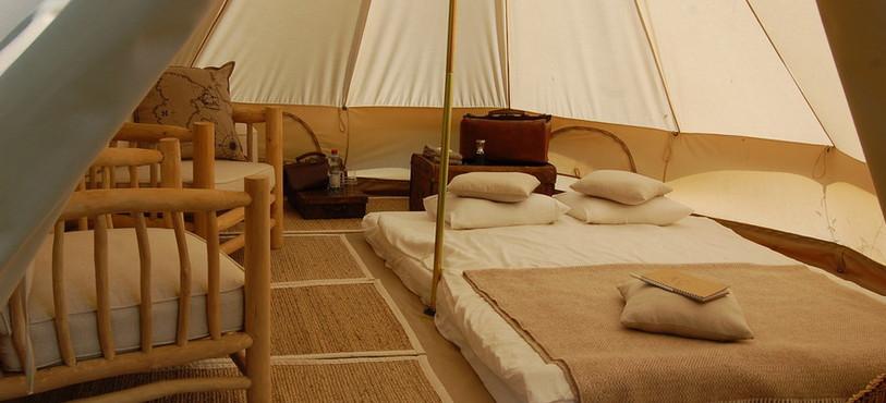 La tente, décorée sur le thème safari.