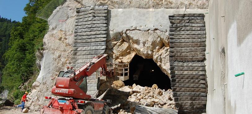 Il faut dégager et sécuriser l'endroit avant la sortie des mineurs.