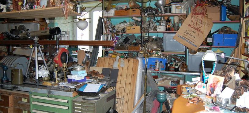 Les ateliers où travaillent Erik Zollikofer sont encombrés!