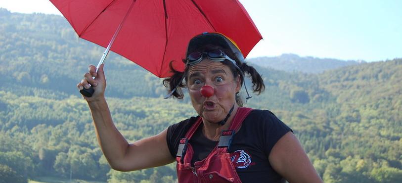 La maman de Gianna est aussi un clown.