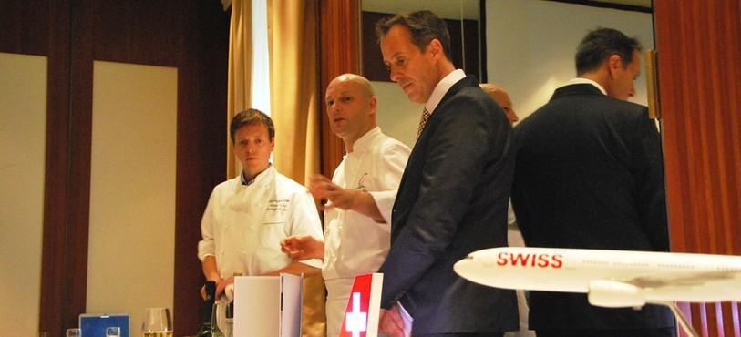 Au centre, le chef de cuisine du Beau-Rivage, Eric Mazéas.