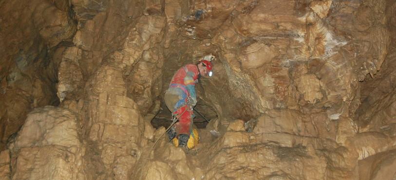 L'entrée de la Chaire à Pasteur dans le grotte de la Cascade à Môtiers, où Roland Geiser a trouvé refuge.