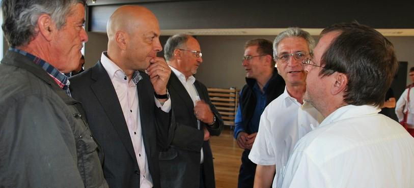 Les maires des cinq communes et le conseiller d'Etat Christoph Neuhaus