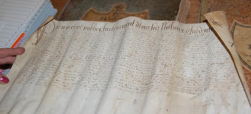 Un vieux parchemin de Saint-Sulpice parmi les archives de Val-de-Travers.