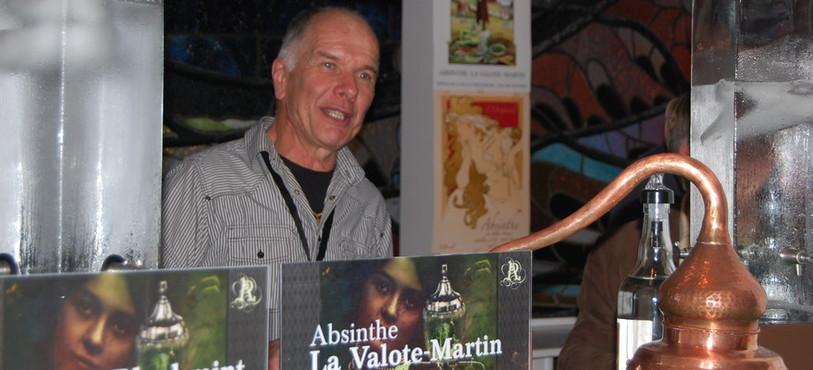 Le distillateur Francis Martin a fait le déplacement depuis le Val-de-Travers