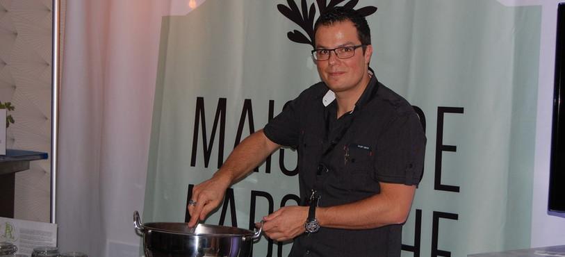 Yann Klauser assure la promotion de la Maison de l'absinthe.