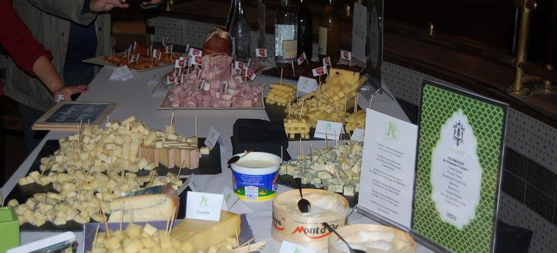 Des tables entières de produits du terroir.
