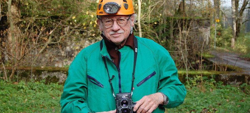 Pierre Strinati et son appareil photo d'époque.