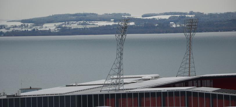 Plus de 4'000 m2 de panneaux solaires ont été installés sur le stade de La Maladière.