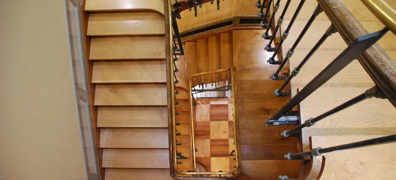 La cage d'escalier vue du dessus.