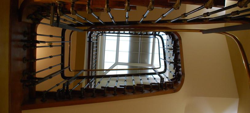 La cage d'escalier vue du dessous.