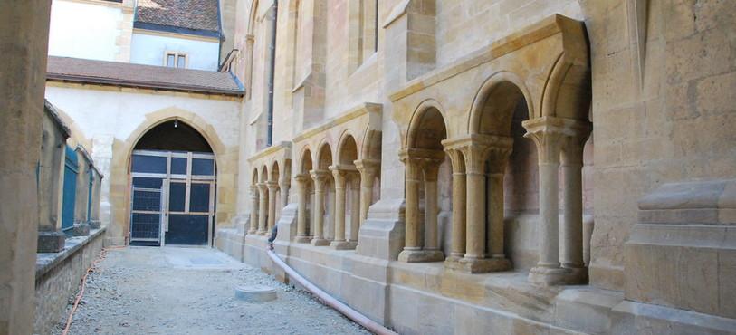 Le cloître de la Collégiale de Neuchâtel.