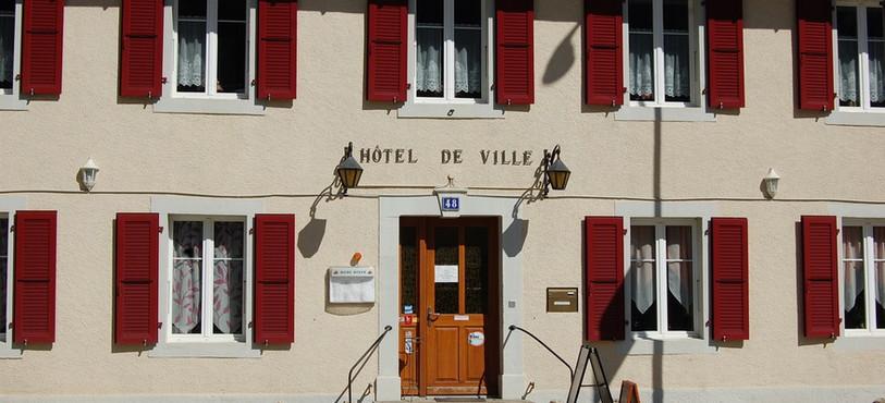 L'Hôtel de Ville des Verrières, une des étapes du parcours.