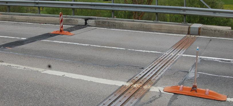 Une partie du viaduc du Crêt-de-l'Anneau a bougé plus qu'à l'habitude en décembre 2013, provoquant une fissure.