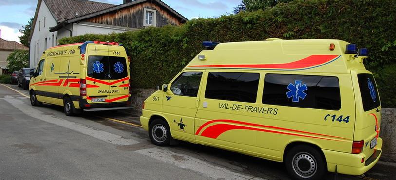 Deux des trois véhicules du service.