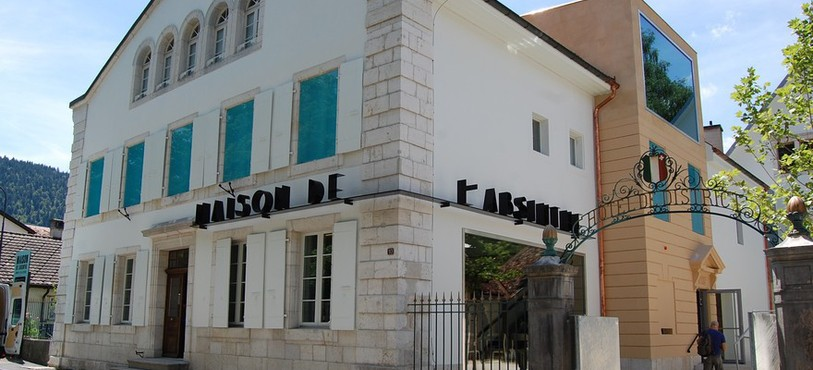La Maison de l'absinthe au centre de Môtiers.