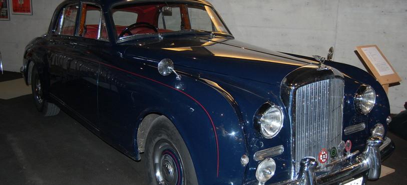 Une Bentley de 1958 à admirer au musée Le Manège, à Môtiers.