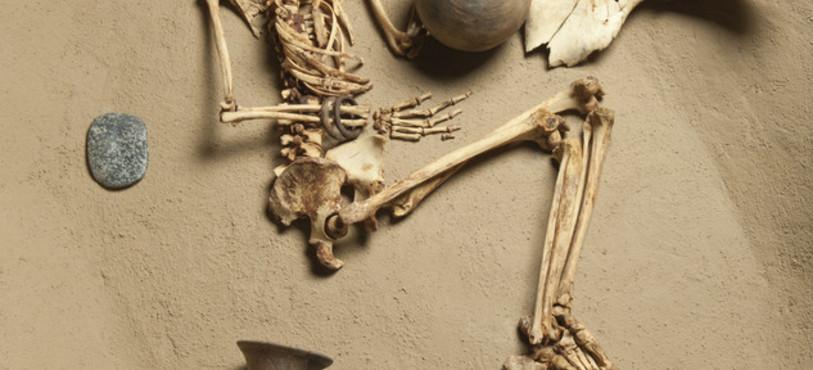 Reconstitution de la tombe d'une femme du Néolithique. Kerma, vers 4500 av. J.-C. (photo M. Juillard).
