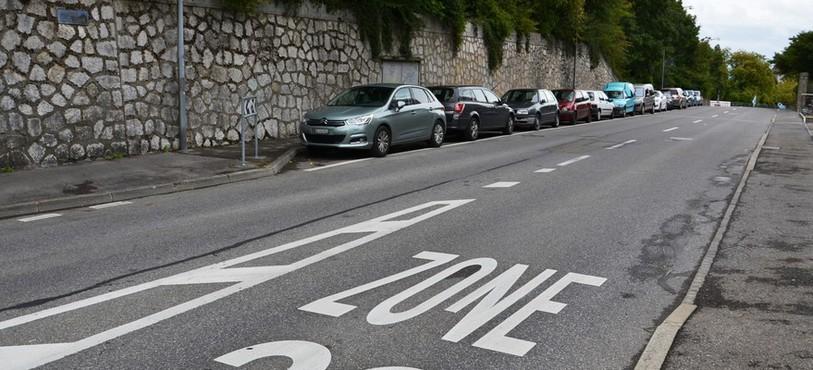 L'Avenue de Bellevaux va rester blanche, mais il faudra payer pour y stationner.
