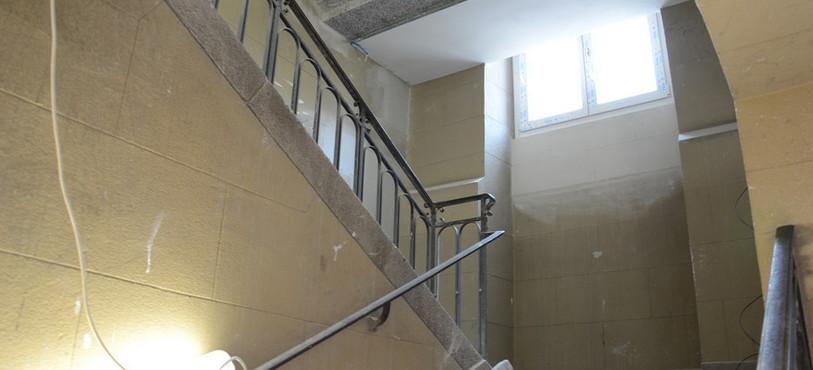 L'escalier est la seule pièce d'origine qui n'a pas disparu à l'intérieur du bâtiment.