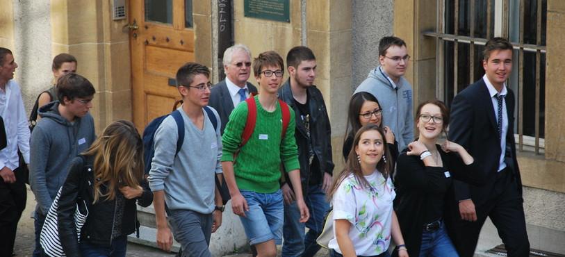 Les jeunes sont montés au Château depuis le centre-ville de Neuchâtel.