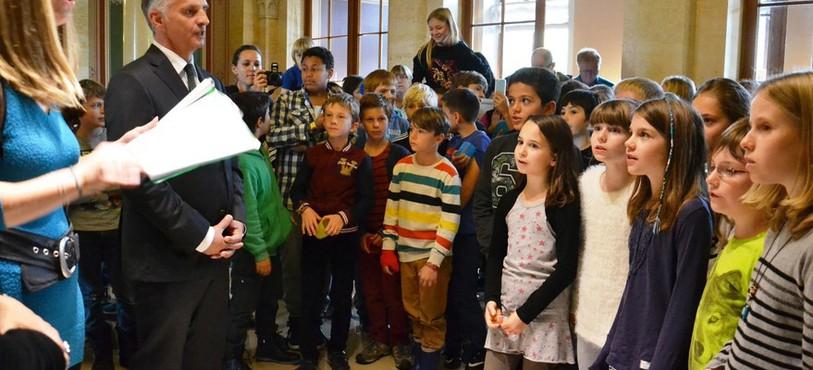 Les écoliers ont interprété l'hymne neuchâtelois.