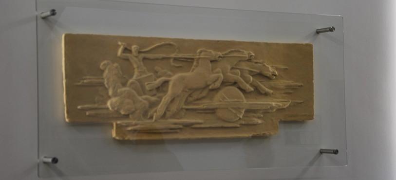 Une reproduction de la fresque est exposée dans le hall.