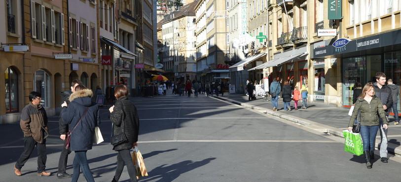 Début d'après-midi sur la rue du Seyon à Neuchâtel.