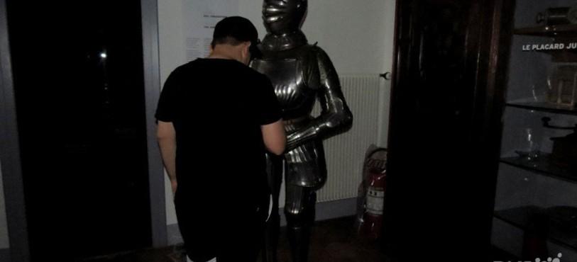L'homme face à l'armure