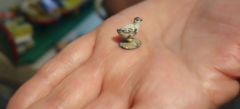 Musée du Jouet - Fahy - Petite poule en plomb