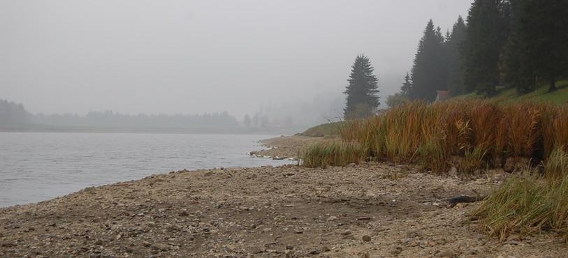 Le lac des Taillères en automne.
