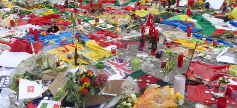 L'émotion des Bruxellois après les attentats. Photo: Julien Knoepfler