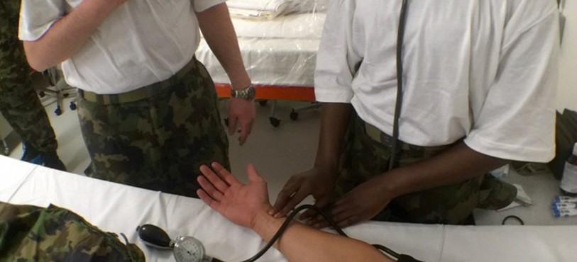 Le bataillon hôpital 2 s'apprête à soigner pendant dix jours de vrais patients sur les sites de l'Hôpital neuchâtelois.