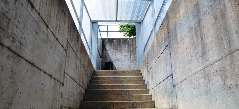 L'escalier d'entrée a été couvert, et ouvre vers la lumière