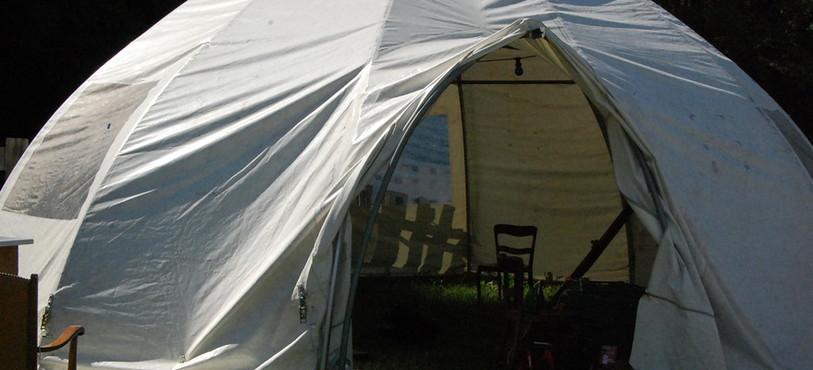 Une tente bubble pour s'abriter du soleil ou de la pluie au festival Hors Tribu.