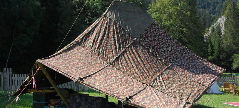 Une sarrazine est installée sur le terrain du festival Hors Tribu.