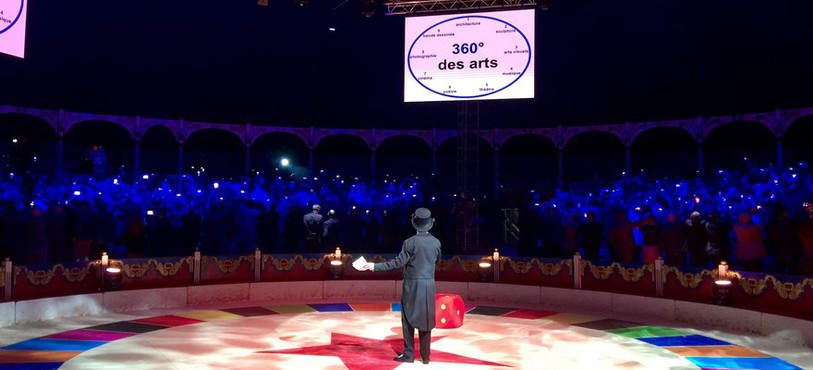 Pour sa dixième édition, le Forum 360 a réuni plus de 400 cadres d'entreprises de la région à Neuchâtel. Ici, les participants ont joué le jeu du selfie géant...
